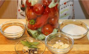 Вкуснейшие маринованные помидоры на зиму. Все спрашивают этот рецепт!