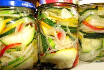 Пикантный салат из цуккини на зиму
