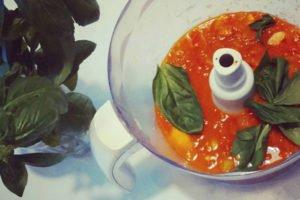 Соус из помидоров с овощами для пиццы и спагетти