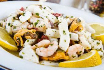 Праздничный салат с кальмарами
