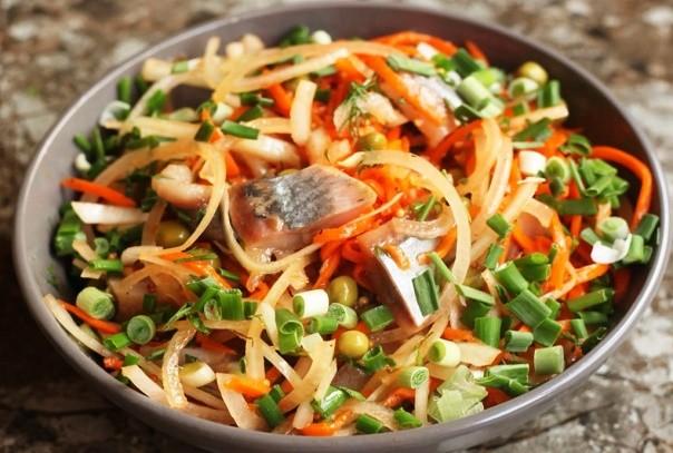 Попробовала «новый» салат с селедкой – ничего не нужно варить