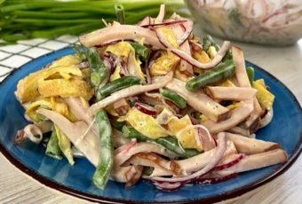Превращаем блины в настоящий салат. Добавляем ветчину, фасоль и подаем за 5 минут