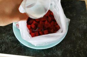 Подруга украинка научила меня готовить свёклу для салата за 5 минут: никакой варки в кастрюле и запекания в духовке (делюсь)