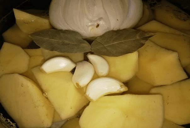 Не вареная, не жареная и не пюре. Дедовский способ приготовления картошки - Рецепты