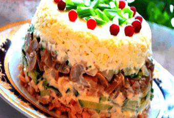 Вкусный и нежный салат «Ирина» с курицей и огурцами