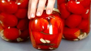 Жареные помидоры - вкуснейшая из заготовок. Сколько ни закрывай - заканчиваются за пару месяцев