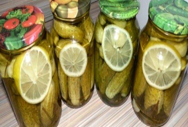 Вкуснейшие маринованные огурчики с лимоном – мы их просто обожаем. А если еще и запить рассолом…