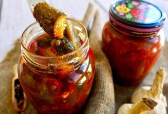 Обалденная закуска из огурцов: можно кушать через сутки или оставить на зиму