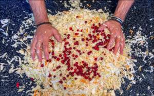 Теперь капусту квашу только так: купил рецепт у бабушки на рынке за 1000 рублей