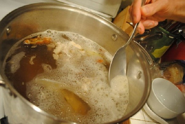 А вы убираете пенку, которая появляется при варке супа?