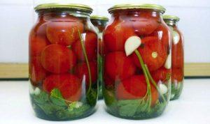 Что делать со вздувшимися банками с помидорами и как спасти закатки