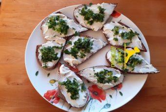 Подруга белорусска сделала бутерброды из свеклы- их расхватали сразу же. И как я сама не догадалась до такого сочетания .