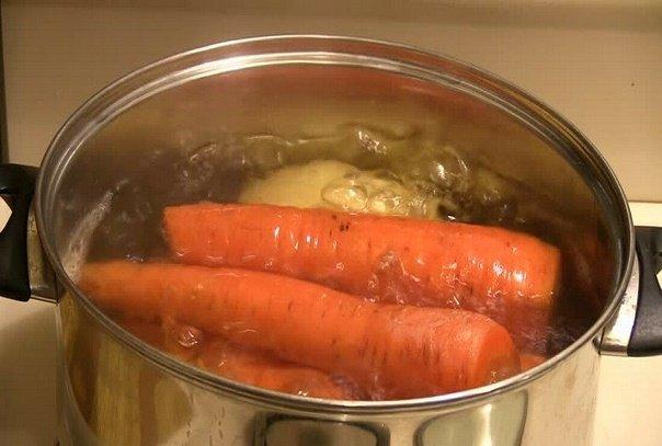 Знакомый повар подсказал, что нужно сделать чтобы отварная морковь в салате была вкуснее. Делюсь своей находкой