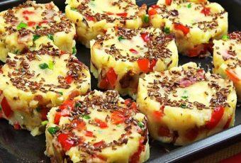 Добавляем начинку в обычное пюре. Если его смешать с перцем и беконом, картофель заменит и гарнир, и мясо