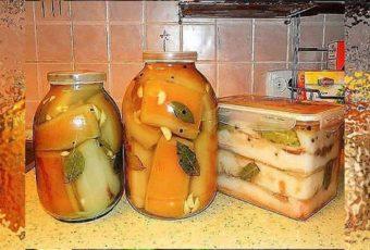 Советую взять на заметку рецепт засолки вкусного сала в банке, которое Вы легко и без хлопот сможете приготовить на закуску