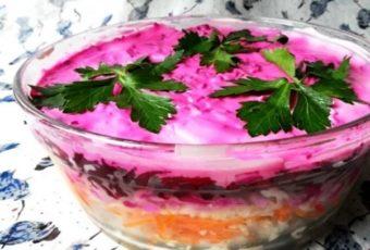 Салат из консервированной рыбы и овощей
