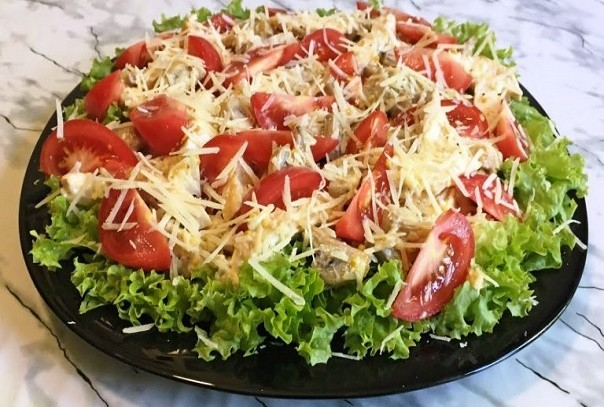 Салат «Цыпочка» — красивый, яркий и очень вкусный! Попробуйте, готовить будете все время